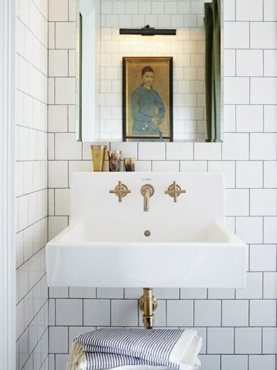 White bathroom tiles with dark joints ©Michael Graydon