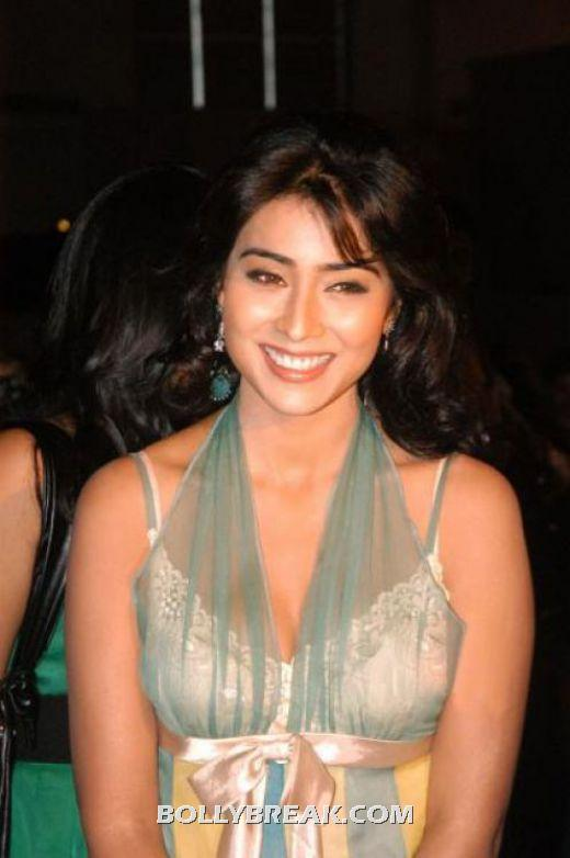 Shriya Saran hot real like pic - Shriya Saran Hot Pics - Pallu Less