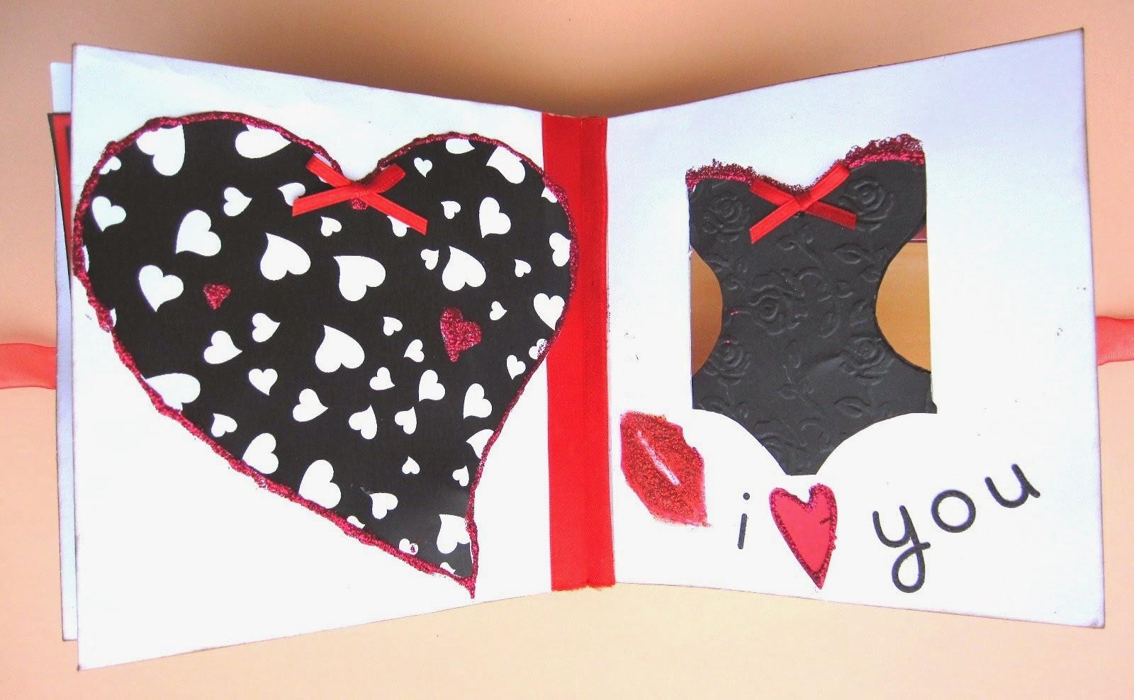 foto 1 decoración interior LOVE mini-álbum a la izquierda corazón negro con corazones blancos dentro y lazo rojo y a la derecha tarjeta corsé negro con detalles en rojo, labios y mensaje 'I love you!