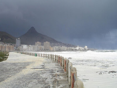 Fenomena Ganjil Lautan Buih Melanda Cape Town