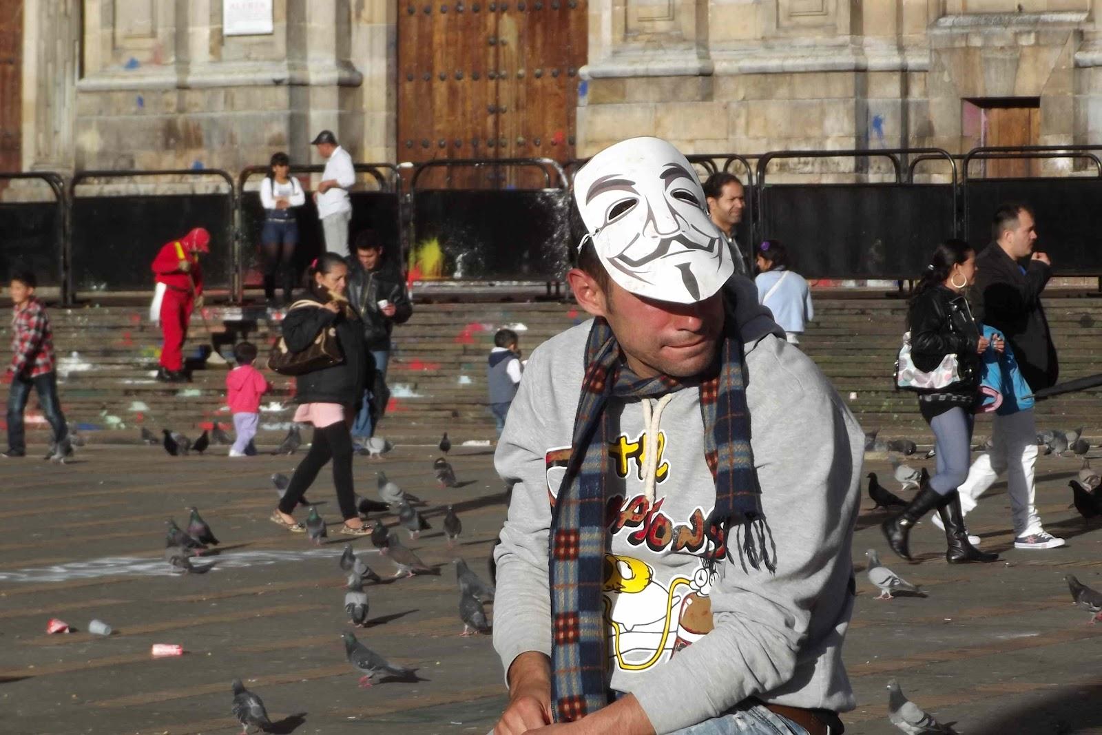 http://3.bp.blogspot.com/-DsDClbB7Jww/T6CZnrtBNcI/AAAAAAAAHcI/qxJrEwIPiz0/s1600/guy+fawkes+masked+man.JPG
