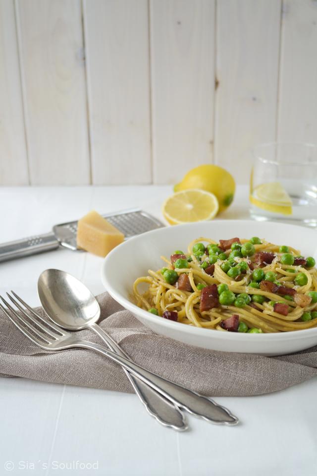 Spaghetti Carbonara mit Erbsen