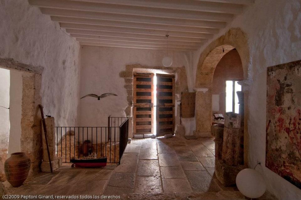 Arquitectitis can monroig rehabilitaci n sostenible e for Puertas antiguas de derribo