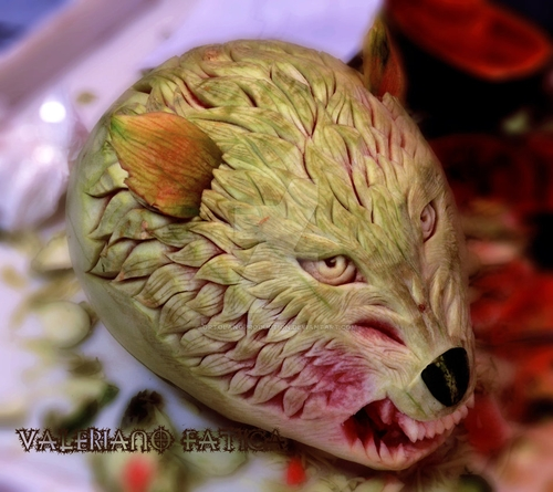 18-The-Wolf-Watermelon-Valeriano-Fatica-Ortolano-Production-Food-Art-Sculptures-Carved-Fruit-Vegetables-www-designstack-co