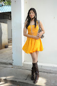 actress pragathi hot photos in yellow-thumbnail-6