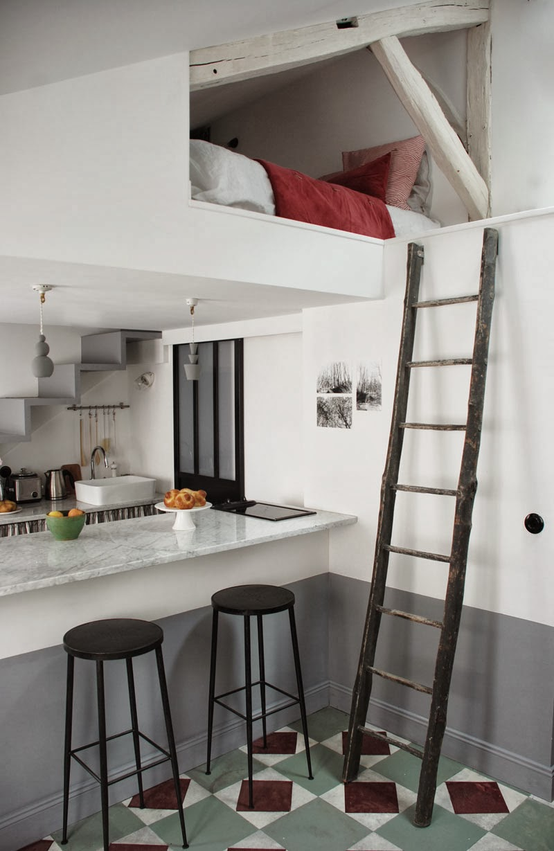 TINY HOUSE TOWN: Tiny Apartment in Paris (270 Sq Ft)