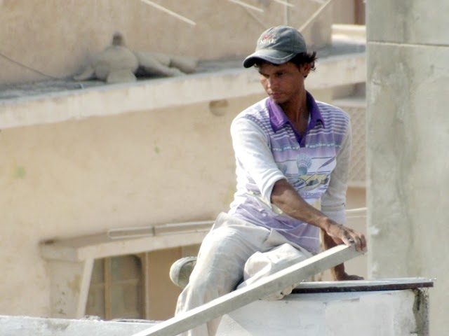 Qatar laborer working Photo
