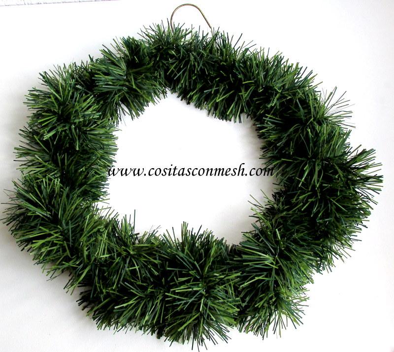 C mo hacer una corona navide a con ganchos de ropa cositasconmesh - Como hacer coronas navidenas ...