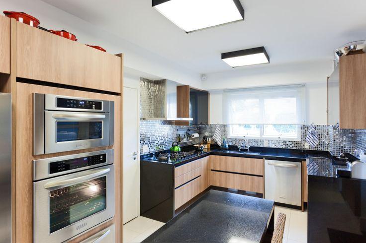 decoracao cozinha bege:20 cozinhas modernas com bancadas pretas! – Jeito de Casa – Blog de