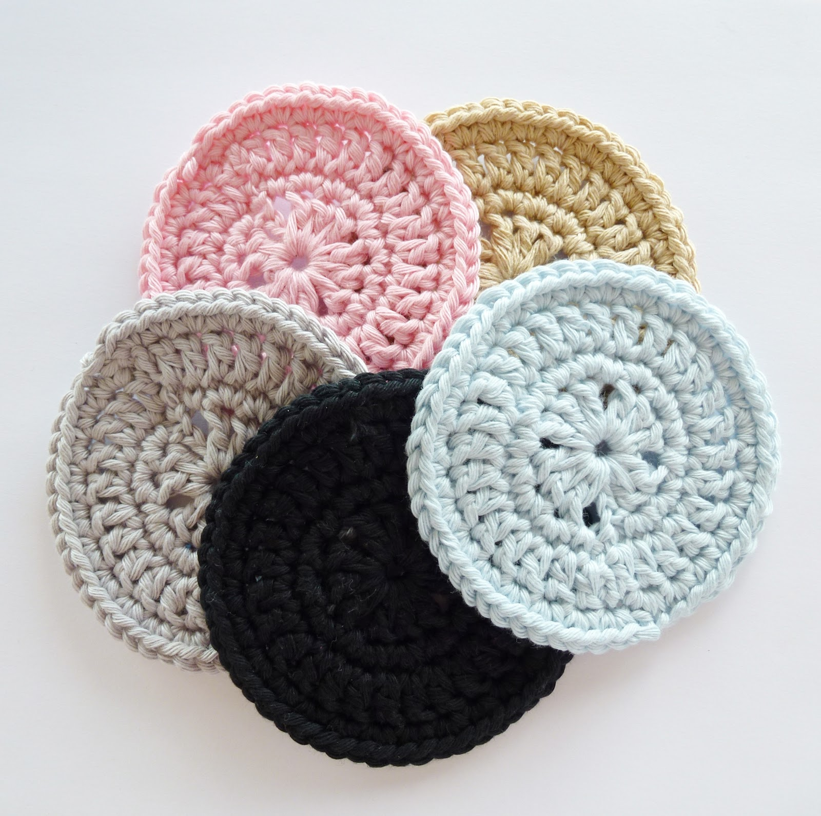 Free Crochet Pattern For Coaster : Annemaries Haakblog: Happy Coaster Pattern