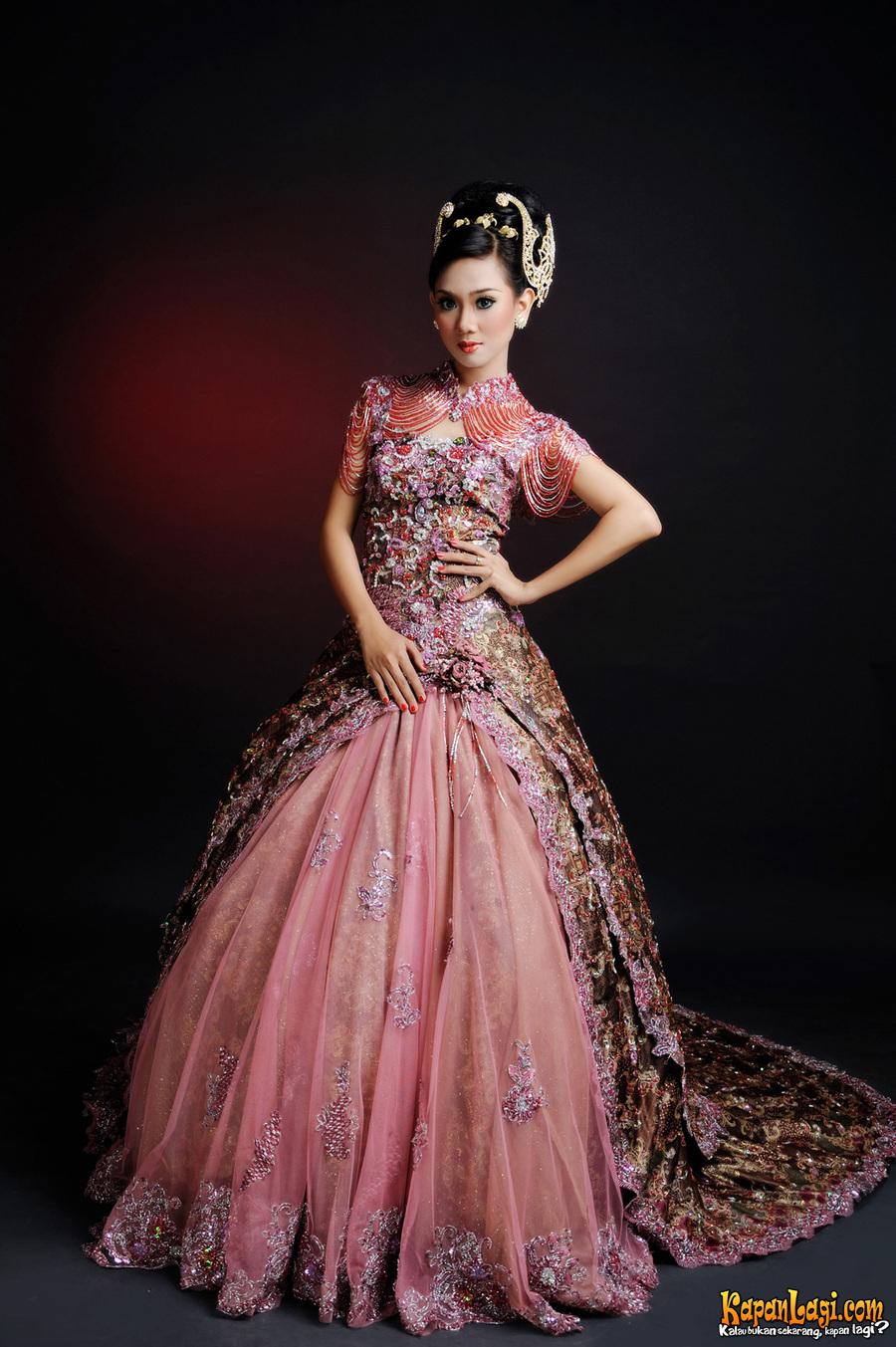 Gaun Pengantin Internasional Dari Batik Yang Unik Inspirasi Seni