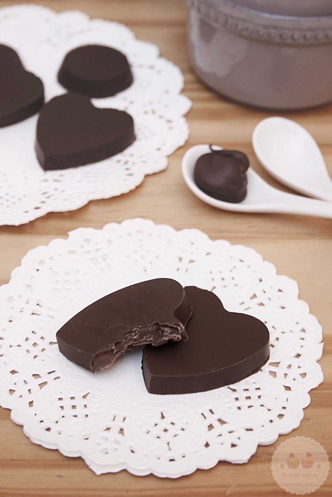 http://tumediocupcake.blogspot.com.es/2014/02/bombones-de-nutella-relleno-blando.html