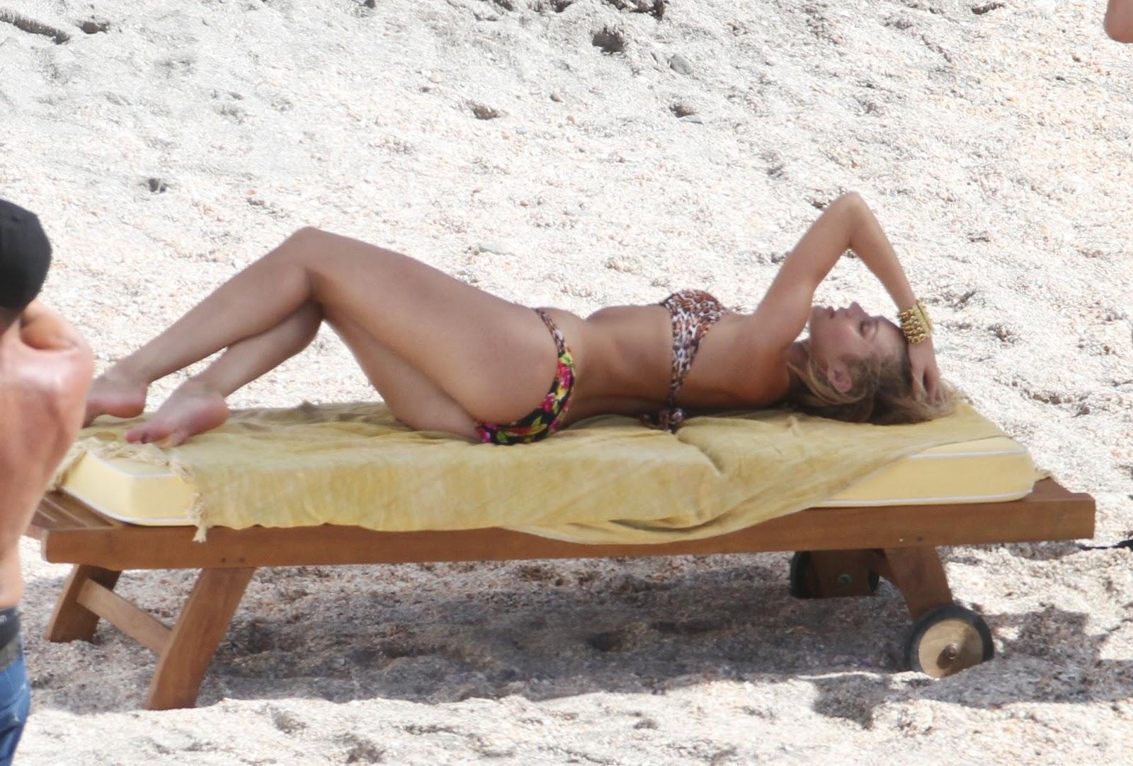 http://3.bp.blogspot.com/-DuAaOMq-7uc/UNFdMjUrrgI/AAAAAAABQPE/IBIzs34kh0U/s1600/Candice-Swanepoel-bikini-shoot+(3).jpg