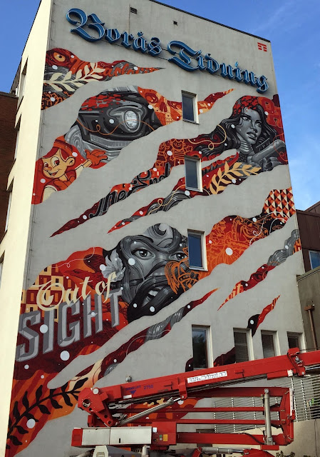 Our friend Tristan Eaton spent the last few days in Sweden where he was invited to participate in the latest edition of the No Limit Boras Street Art Festival.