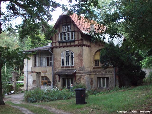Willa na początku ulicy Popioły w Rudzie Pabianickiej, w dzielnicy Łódź Górna - Łódź. Fot Dariusz Marek Gierej