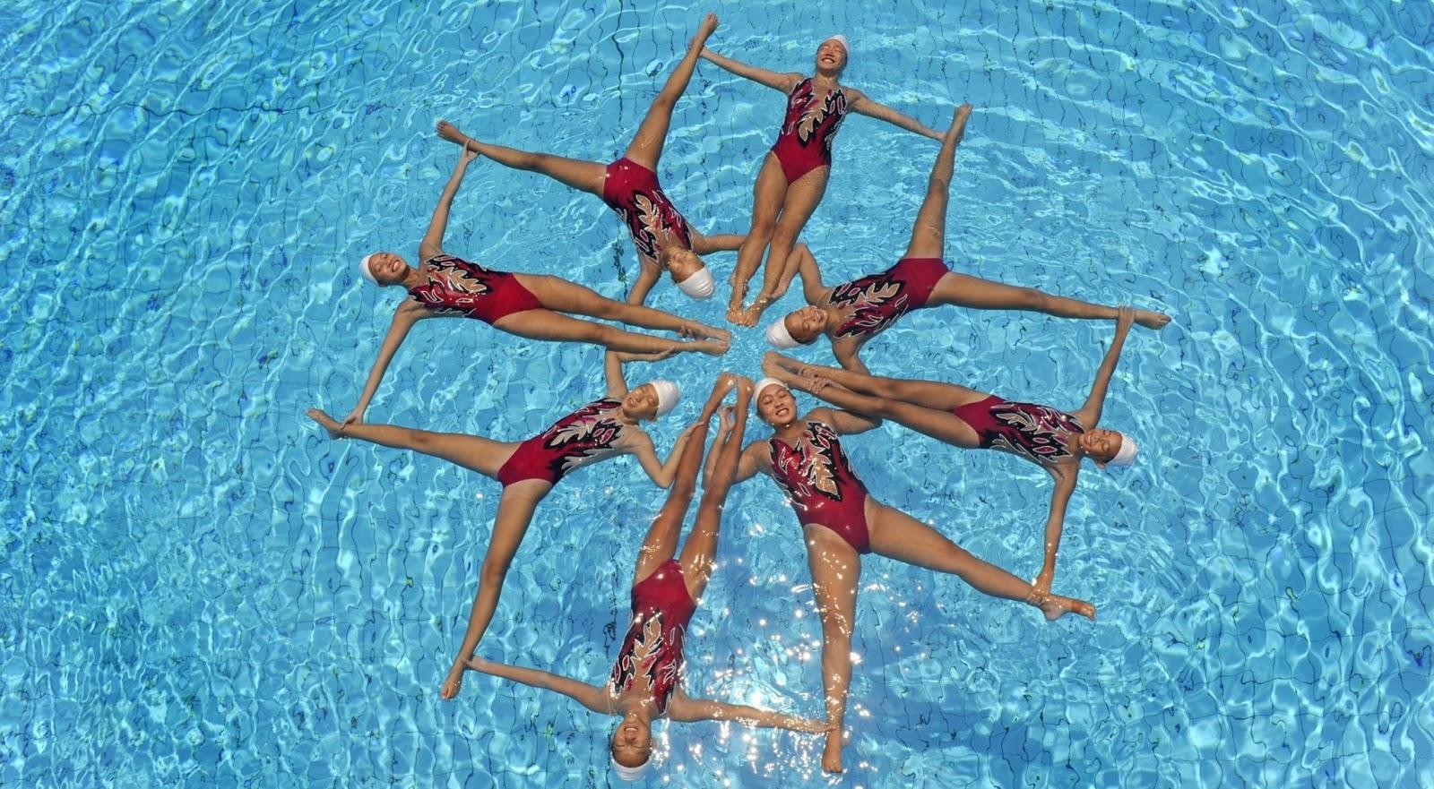 http://3.bp.blogspot.com/-Dukf1Ljmcls/URCr-i_k-mI/AAAAAAAAAm4/cZj5hs8fKkk/s1600/Swimming+HD+Wallpapers+11.jpg