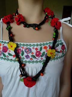Стилни и контрастни червени и жълти цветя