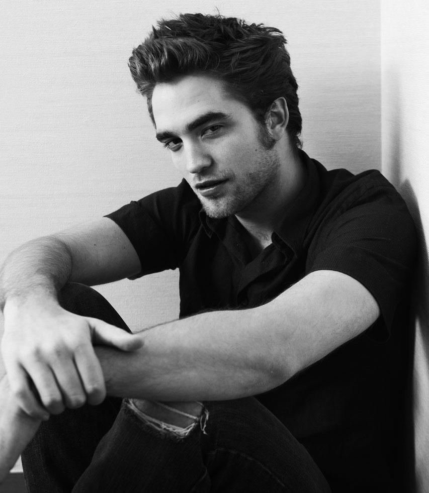 In 2008, Robert was the choice for Edward Cullen, in the movie Twilight, based on the novel by Stephenie Meyer, and in that movie he also got a chance to make two soundtrack songs: Never Think and Let Me Sign. In that year he was also rewarded with New Hollywood Award and the Best Actor Award at the Strasbourg Film Festival for his role in How To Be.class=the celebrities women