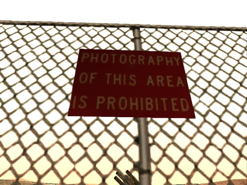 lucunya,di Area ini kita juga tidak diperbolehkan memotret foto