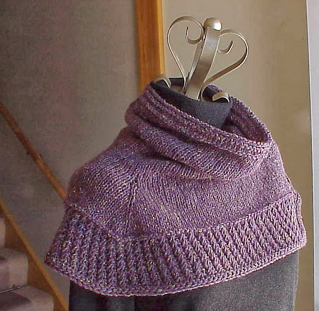 Free Knit Cowl Pattern : Kriskrafter: Free Knitting Pattern - Soft Shoulder Cowl