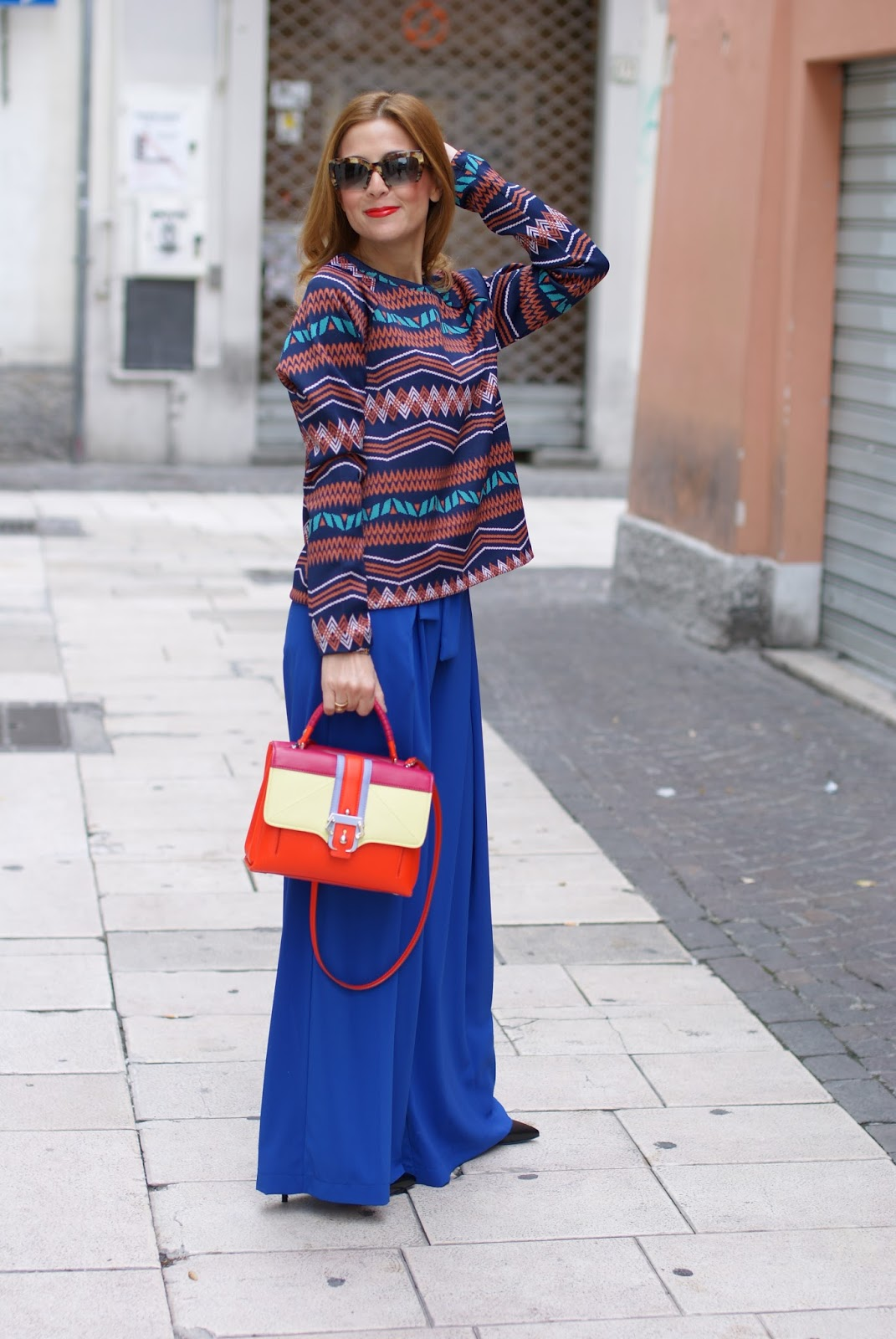 Colorful outfit with wide leg royal blue palazzo pants and Paula Cademartori Petite Faye bag on Fashion and Cookies fashion blog, fashion blogger style