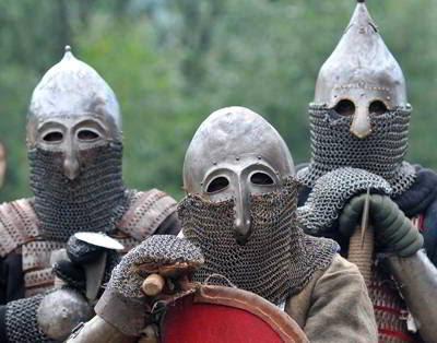 Фото Укринформ: воины в доспехах