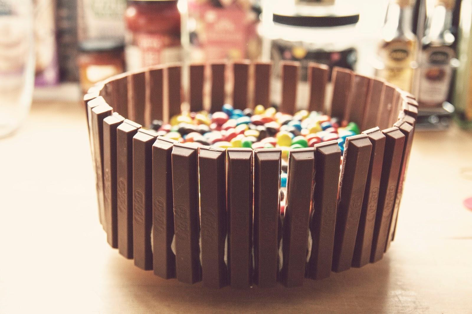 Food & Drinks / KitKat + M&M's Cake