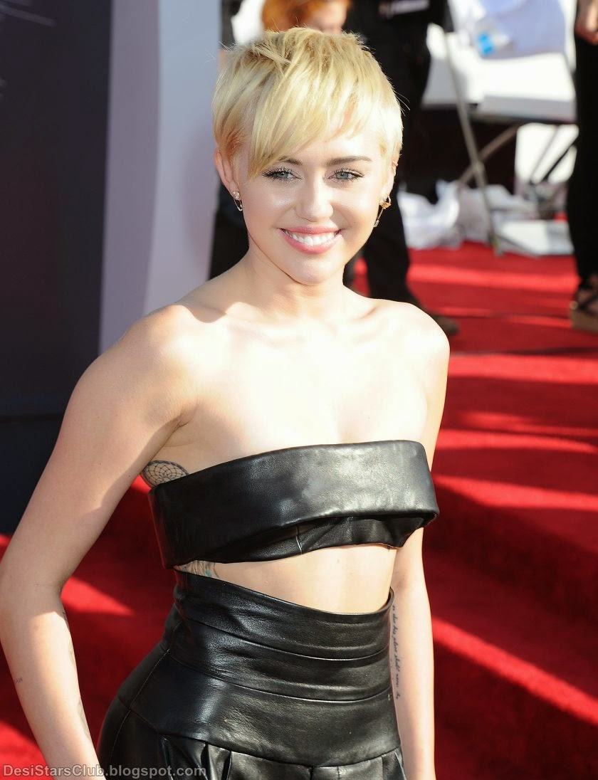 Miley Cyrus Showing Her Awesomeness at 2014 MTV Video Music Awards
