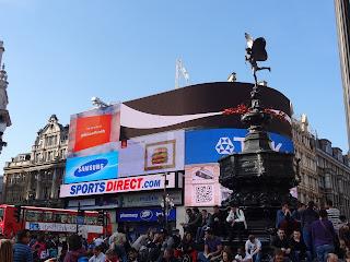 Picadilly Circus y Estatua de Heros en Londres