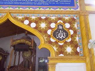 Deorasi Kaligrafi Masjid Riyadul Muttaqin Airtiris Kampar