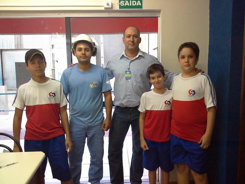 Aqui tem uma foto dos alunos no Moinho Globo.