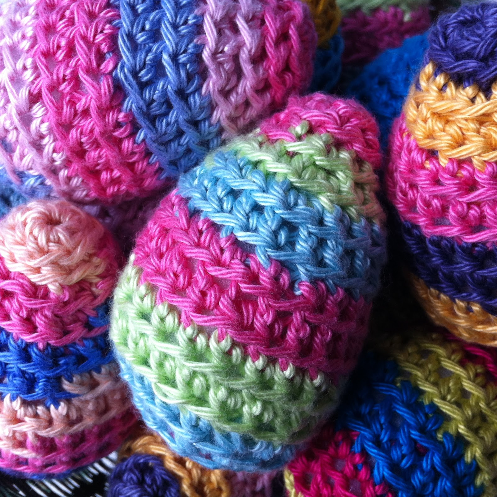 Mrs Thomasina Tittlemouse: Crochet Easter Eggs