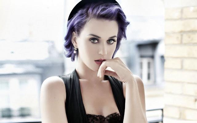Katy Perry se cayó de su Segway en el Burning Man Festival.