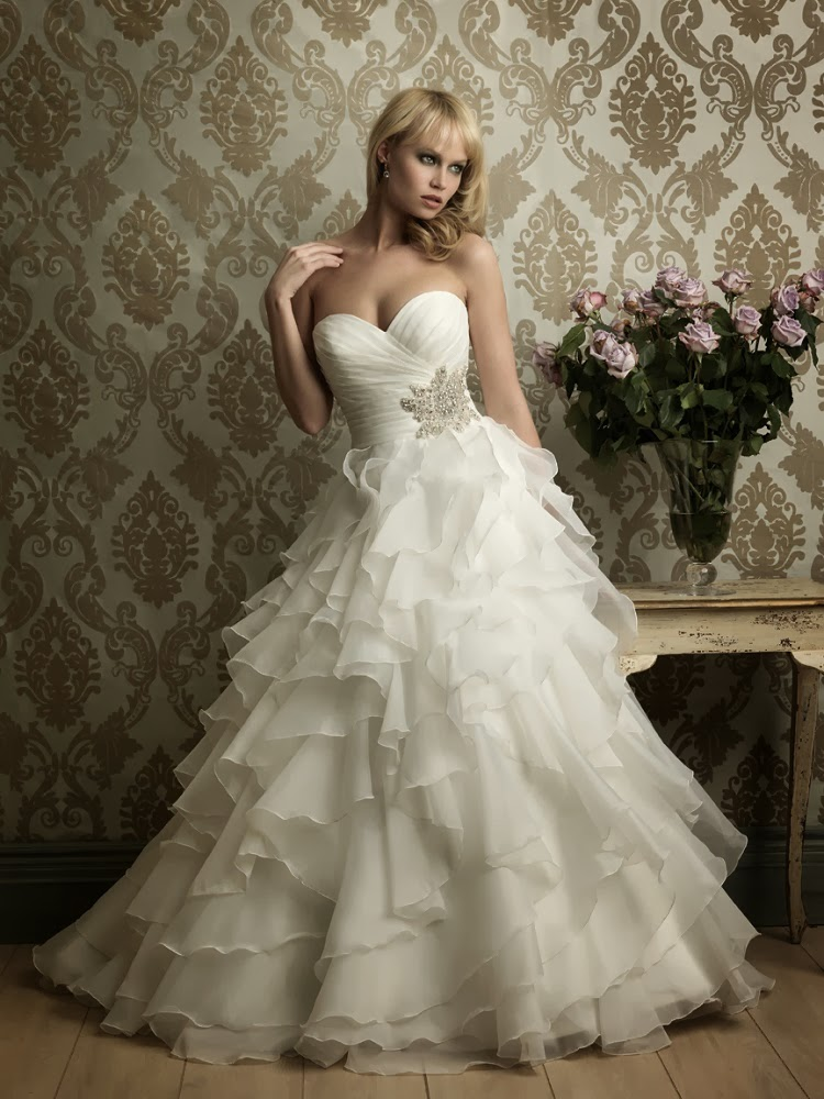 The perfect wedding dress for every body type the daily for Wedding dresses for apple shaped body