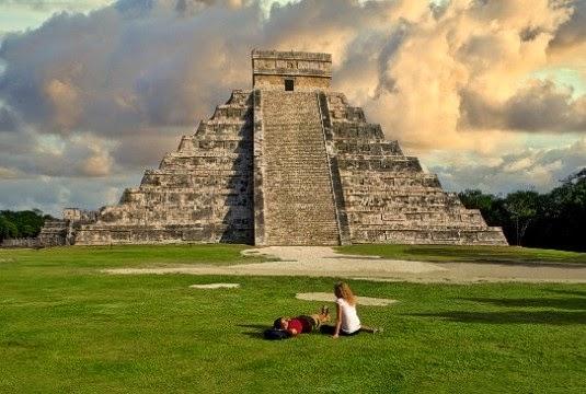 Kicauan piramida suku Maya