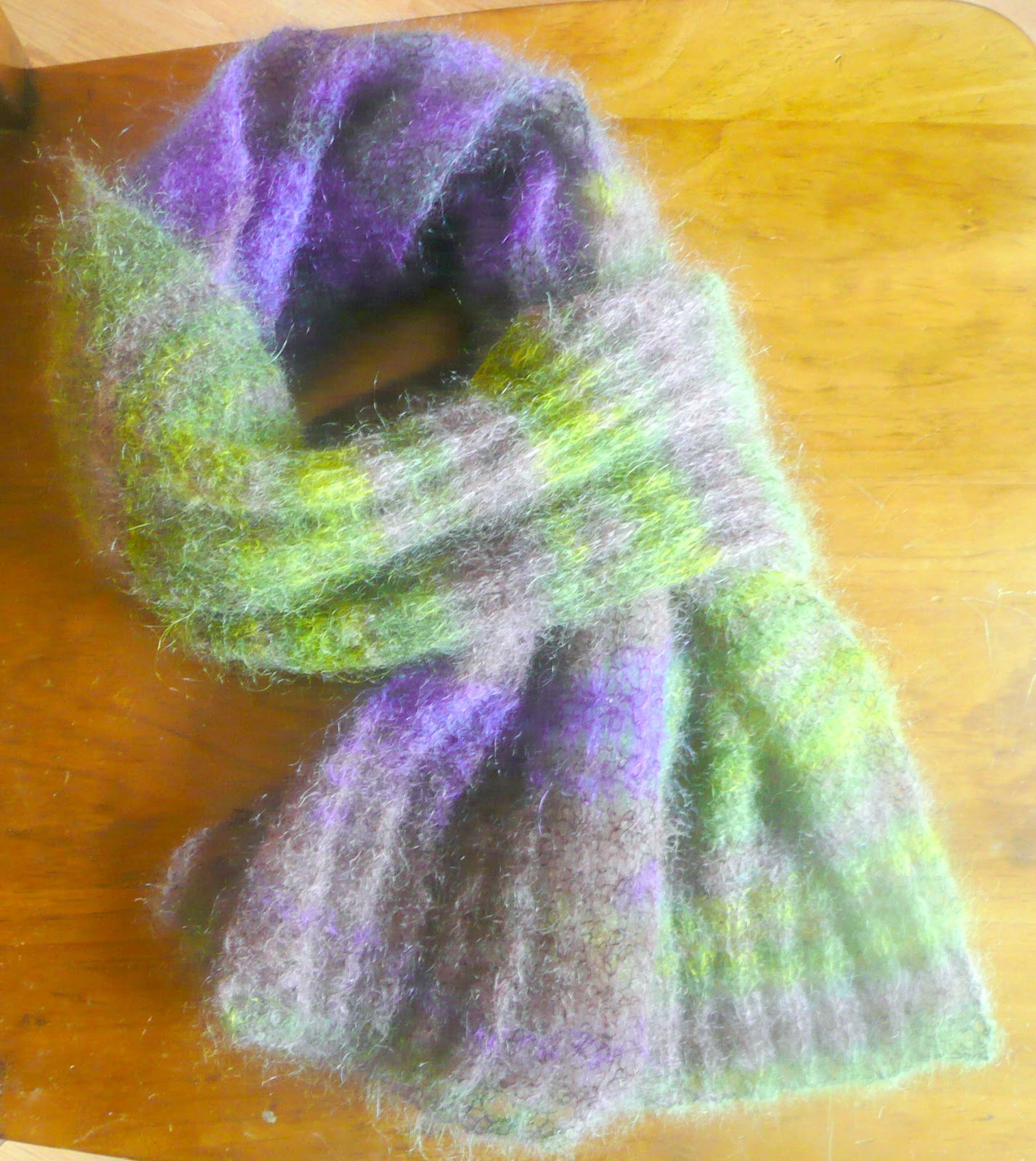 Knitting Patterns For Mohair Scarves : Ceradka Crafts: The wonder of mohair - a free scarf knitting pattern