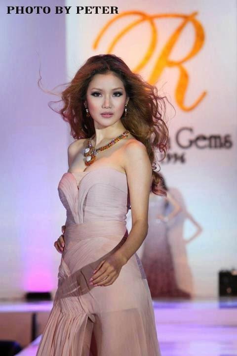 Awn Seng Model Show Snapshots