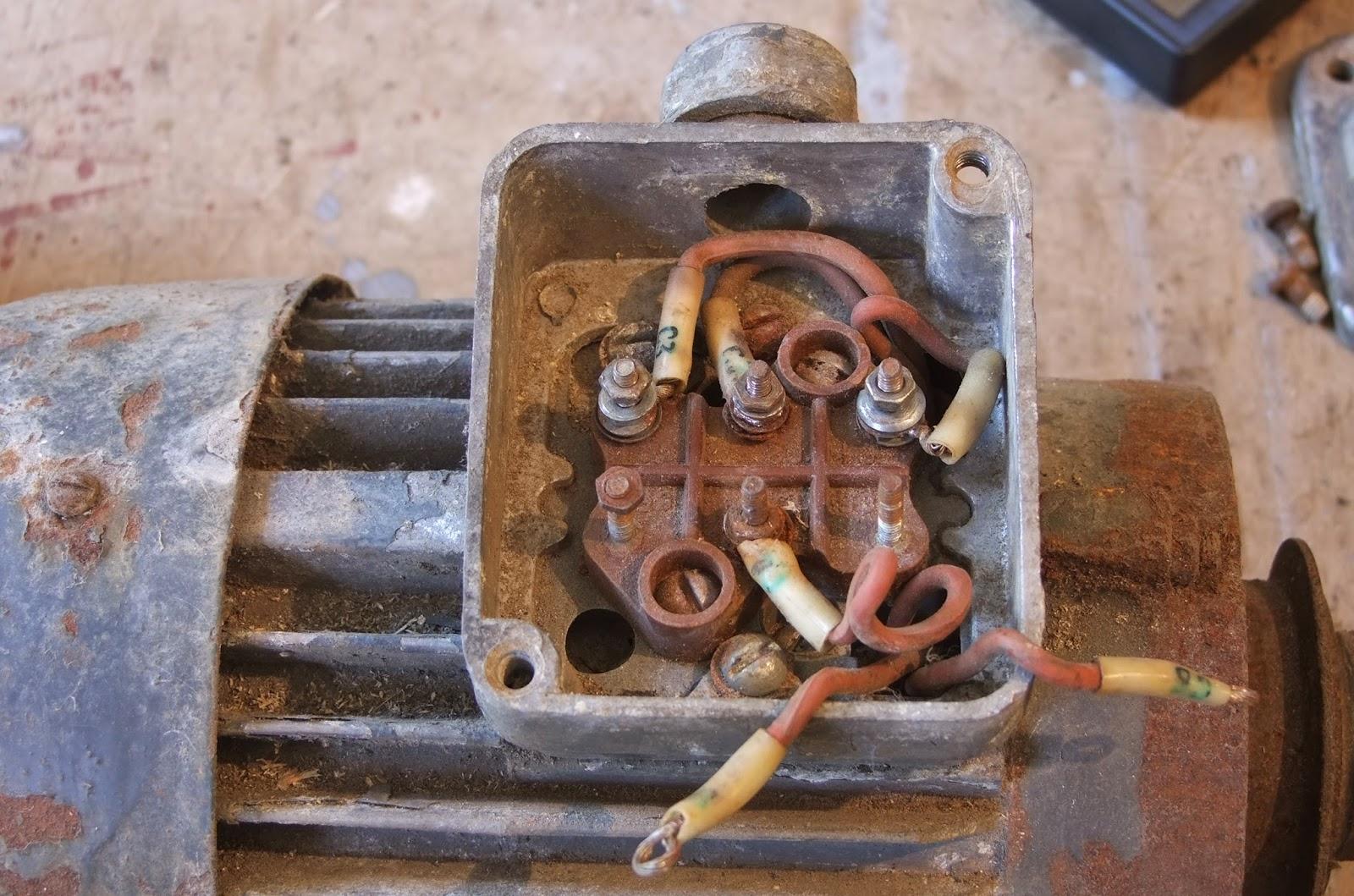 Генератор из трёхфазного двигателя