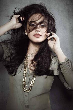 Bollywood Actress Huma Qureshi Nip Slip Images