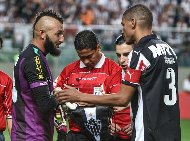Alex Muralha bloqueou a meta em diversas oportunidades e Leo Silva conseguiu o empate