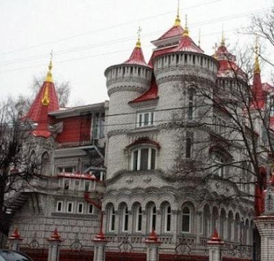 Bangunan Sekolah ini Seperti Istana Dalam Negeri Dongeng