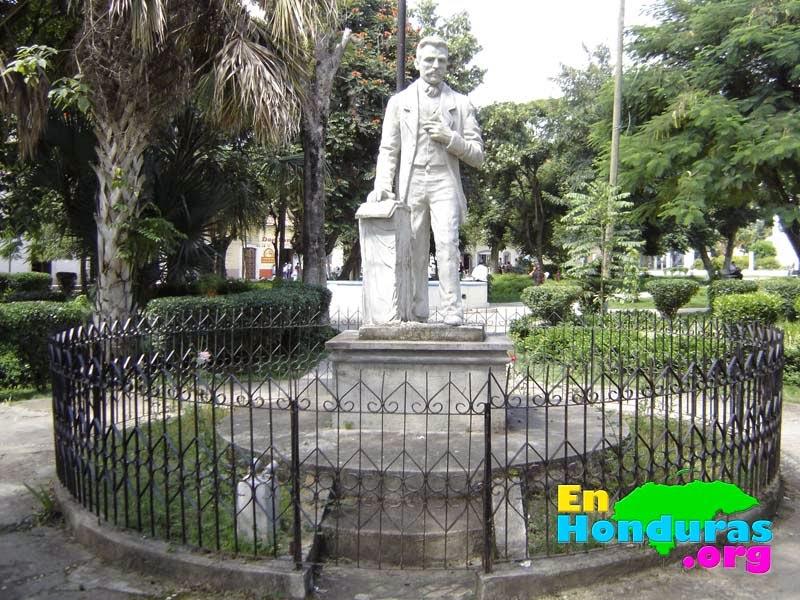 estatua-manuel-de-adalid-gamero