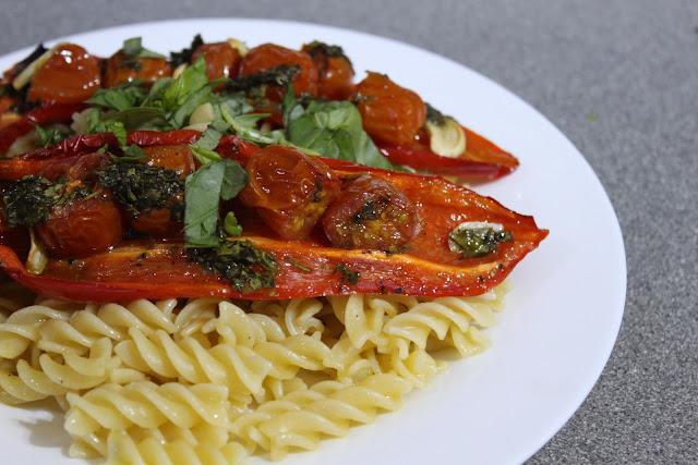 Roasted red pepper and tomato pasta with basil dressing - Amuse Your ...