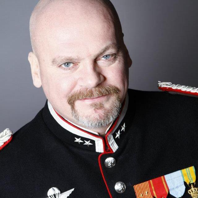 Mareridt norske m nd og f dre bader i statspenge for Spa uniform norge