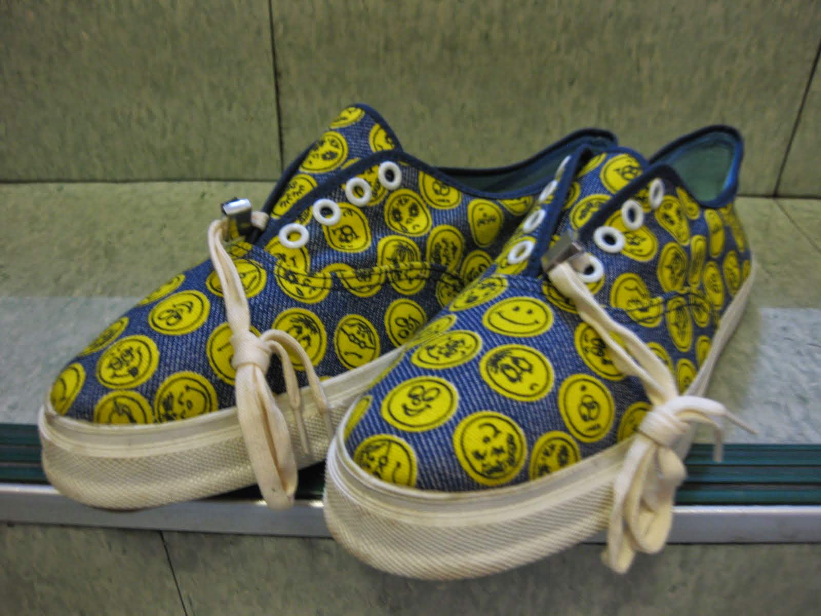 around 60's DEAD STOCK               SMILE 総柄               CANVAS SNEAKER