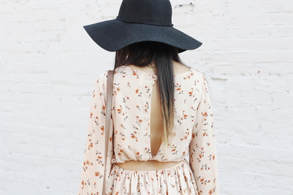 Jessica Lemos jesslemos jess Pink Blush peasant long sleeve floral dress open back floppy hat