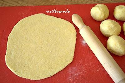 Tortillas, taco e nakos  prepariamo la pasta  a mattarello