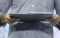 Το πληκτρολόγιο μπορεί να σύρεται και να γίνεται θήκη για το tablet ή να αφαιρείται εξ ολοκλήρου.