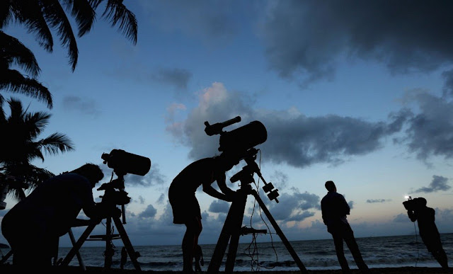 photographers before the eclipse