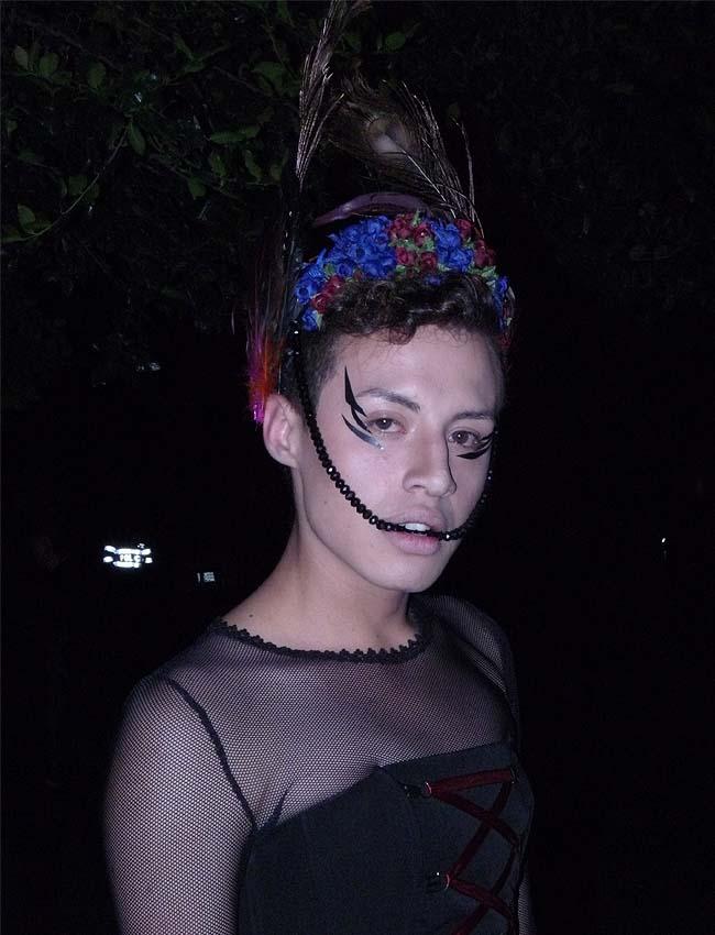 feathers-extravagance-tiara-flowers-como-una-aparición